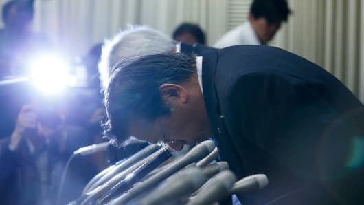 Mitsubishi Motors President Tetsuro Aikawa bows during a press conference on April 20, 2016 in Tokyo, Japan. Mitsubishi Motors share plunged more than 15% after the Japanese car maker announced it has mishandled the fuel economy test data.